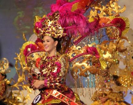 Jamie Herrell won the Sinulog 2013 Festival Queen title! Photo Credits: SunStar Cebu